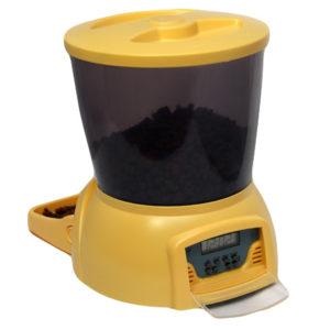 Автоматическая кормушка для кошек и мелких пород собак. Цвет желтый